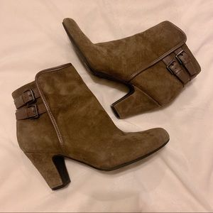 Sofft Shoes - Söfft Brown Suede Booties